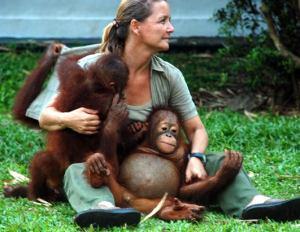 The Dane, Lone Dröscher Nielsen and the orangutans