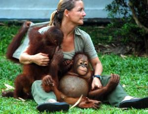 The Dane, Lone Dröscher Nielsen and the orangutans