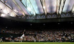 Centre-Court Wimbledon yang menggunakan atap penutup